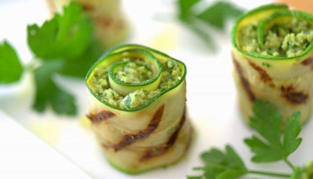 grilled-artichoke-pesto-zucchini-bites